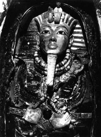 Tutankhamun-mask-1925