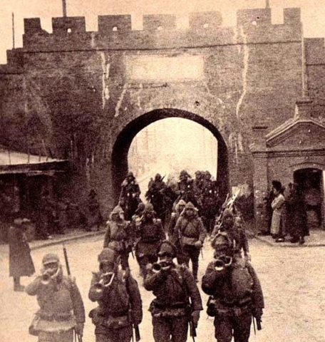Japanese-troops-marching-into-mukden-manchuria