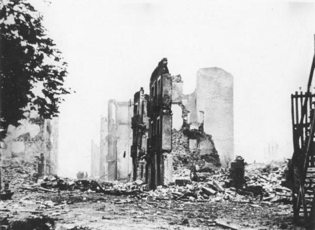 Guernica-in-ruins-1937