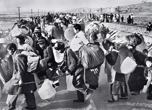 Hundreds-of-thousands-of-south-koreans-fled-south-in-mid-1950
